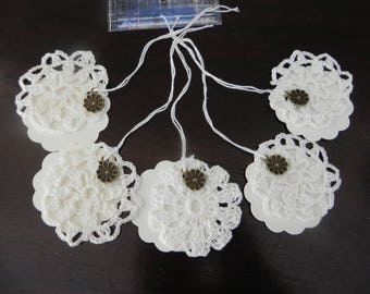 5 cups 6 cm vintage style tags/marks and their flowers charms