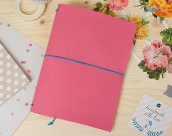 Cuaderno de cuero hecho a mano, estilo Midori Traveler's Notebook tamaño Passport / Pocket / A6 - Rosa Chicle