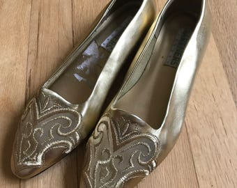 """Vintage gold """"partners mervyns"""" vintage slip on loafers size 6"""