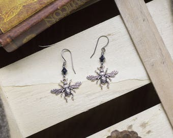 """cute pair of earrings """"bzzz bzzz"""" Bee - insect - horror - witch - magic - taxidermy - Bohemian - rock - fly"""