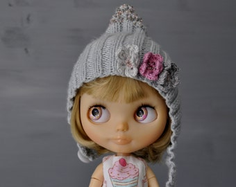 Grey beanie for Blythe doll, blythe clothes, blythe accesories, clothes for doll, light grey, pink hat, 1/6