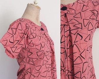 1970's Coral Pink Geo Print Cotton Dress Vintagw House Dress Shift Dress Size XS hy Maeberry Vintage