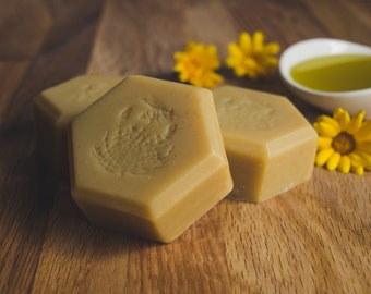 Honey + Beeswax soap|Homemade soap bar|Organic Milk, Calendula & Chamomile soap|Natural, Gentle, Essential oils|Handmade Gift for her
