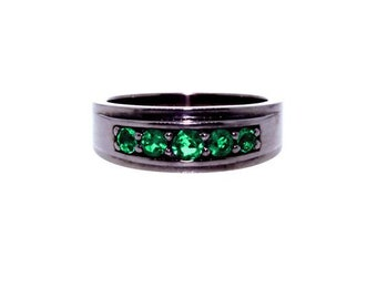 Blackened silver graduado ring emeralds