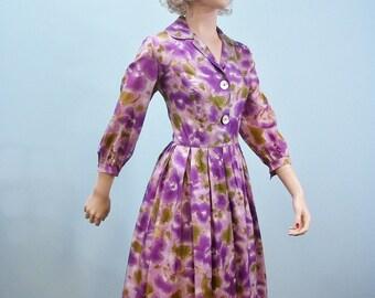 1950s Floral Print Dress . Vintage Purple & Lilac Floral Watercolor Full Skirt Dress . S M
