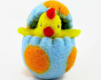 Wool Felted Easter Chick in an Easter Egg, Waldorf Toy, Easter Decoration, Spring Home Decor, Wool Easter Egg, Wool Toy