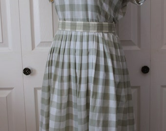 1950s Green Embroidered Day Dress with Belt Large