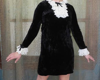 1960s Black Crushed Velvet Mini Dress Lace Collar 60s Mod Dress Ruffles Twiggy Ascot Dress Vintage Babydoll Dress 60s Mini Dress Swingin 60s