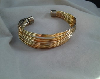 On Sale Inexpensive Bling Gold Wire Cuff Bracelet Bangle Costume Jewelry Fashion Accessory