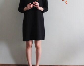 Minimalist 3/4 sleeves shift dress