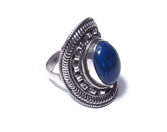 Ring in silver and lapis lazuli stone