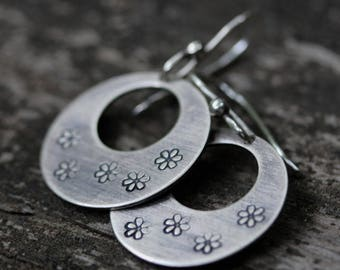 Sterling silver daisy stamped disk hoop dangle earrings SMALL