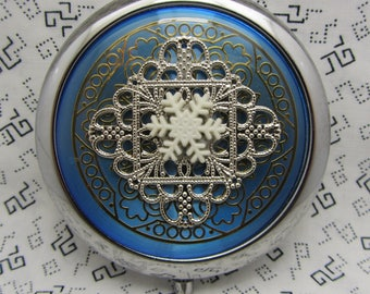 Compact Mirror Snowflake Comes With Protective Pouch