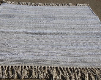 """Handwoven off white w/ gray accents rag rug 25"""" x 34 (M)"""