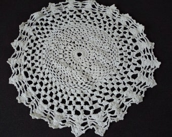 Vintage French hand crochet white cotton doily (06353)
