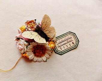 Schmetterling Kollektion Creme goldenen gelben samt Gänseblümchen rosa Rosen schillernden Sternenstaub Glitzer Handarbeit Maulbeerseide blumencorsage