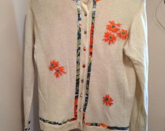 Adorable vintage cardigan, sunny orange flowers appliqué, vintage sweater, ladies sweater, Cream cardigan, Cardigan sweater TwoSwansSwimming