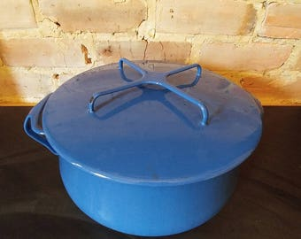 Beautiful vintage Dansk blue enamel pot dutch oven: 6 quart capacity