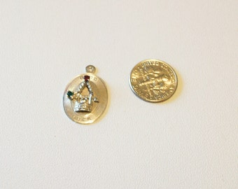 Good Luck Charm   3D Wishing Well Charm Set with 2 Stones for Luck in TC SS Vintage 1960 1970