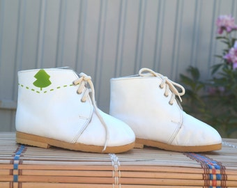 Leather Baby boots, white children shoes, Kids room decor, Leather Moccasin, toddler moccs, baby oxfords