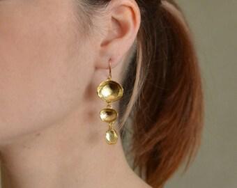 Gold Dangling Earring, Gold Earring, Gold Dangle Earring, Long Gold Drop Earring, Gold Shell Earring, Abstract Earring, Chandelier Earring
