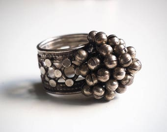 Important Nepalese ring in 925 silver, very original, with cluster of bells. US Size 10 1/2