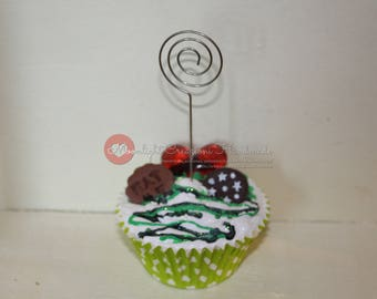 Big baking cups green dots photo holder with decorations in fimo