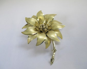 Vintage signed Coro gold tone flower brooch   two gold toned metal