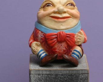 Figurine Humpty Dumpty.Alice's Adventures in Wonderland. Nursery rhyme. Humpty and Alice. Nursery. Through the Looking Glass. Lewis Carroll