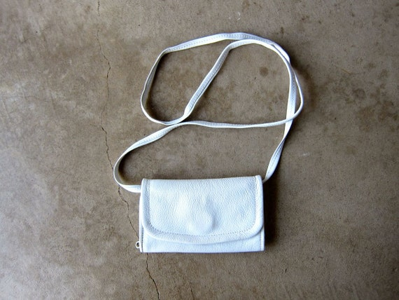 White Leather Purse   90s Mini Wallet Purse Vintage Small Shoulder Bag Crossbody Minimal Travel Coin Purse Across Body