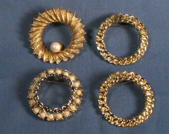 Vintage Goldtone  Wreath Brooches