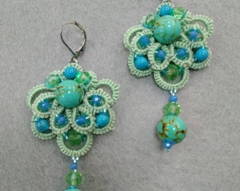 Long Earrings in tatting lace with turquoisedlinnye earrings made of tatting with turquoise