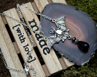 Gargoyles Batcave - Silver nacklace with a bat pendant
