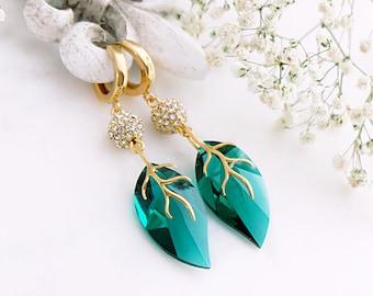 Emerald earrings, Gold leaf earrings, Swarovski earrings, Vintage earrings, Green wedding earrings, Long earrings, Gold statement earrings