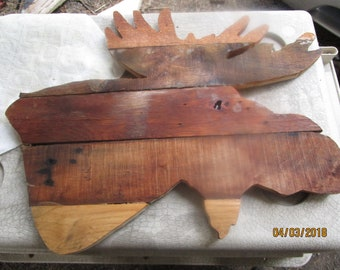 Rustic moose head made of recycled pallet wood.  Can be hung outdoors or indoors.  Unique,  each moose head will have a different grain.