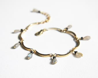 Divine Gold Curve Chain Bracelet with Faceted Grey Labradorite and Black Spinel Drop Beads