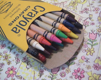 vintage box of 16 crayola crayons