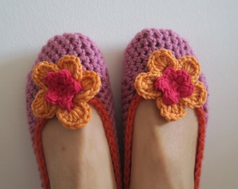 Baby booties pink with orange flower