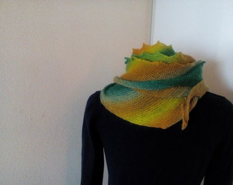 Jaws shawlette, wrap, shawl, handknit in green/orange/yellow superwash Hjertegarn Kunstgarn *ready to Ship*