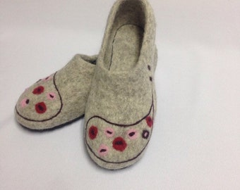 Wool slippers Gray felted slippers Women's house shoes Rubber soles Organic sheep wool Gift from daughter Felted clogs Handmade shoes