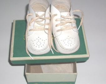 Vintage Stride Rite Baby Shoes White Leather Lace Up Hard Bottom  Booties Boy Girl Shoes