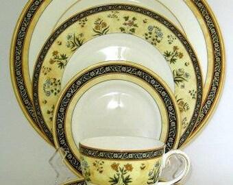 "Wedgwood ""India"" 5 piece place setting PLUS soup bowl"