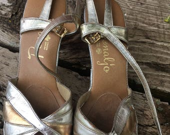 Vintage Penaljo Sandals. metallic gold and silver tones. Size 7M. Heels. Slip Ons. Open Toed.Mod Retro Slingbacks. Slides.