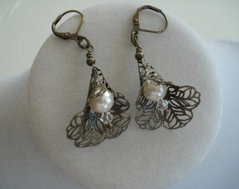 Calla Lily Earrings, Floral, Bronze Earrings, Flower Jewelry.
