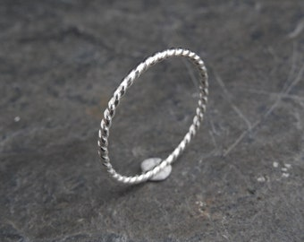 Minimalist twisted ring, Made from sterling silver (0.925) wire, made at your size. Skinny ring, thin ring, stacking ring.