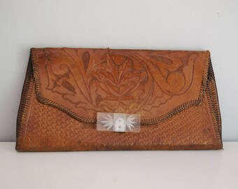 Tooled Leather Clutch, 1940s Leather Purse, Art Deco Lucite Clasp, Western Accessories, Rustic Fashion, Boho Handbag, Cowgirl Cowboy Purse