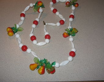 Plastic Apple and Pear Necklace Vintage Costume Jewelry #3162