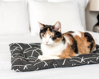 Catnip Mat Refillable Black and White / Catnip Cuddler Onyx / Refillable Catnip Bed / Washable Cat Mat / Cat Lady Cat gift