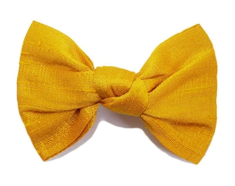Hair clip bow tied, silk, yellow gold.