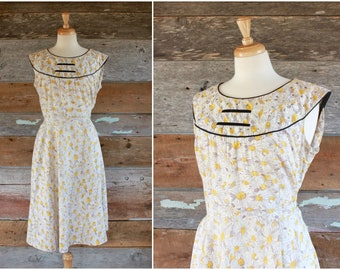 "1950s dress / 50s cotton print dress / daisy floral print dress / 1950s summer dress / size xl bust 42"" waist 36"""